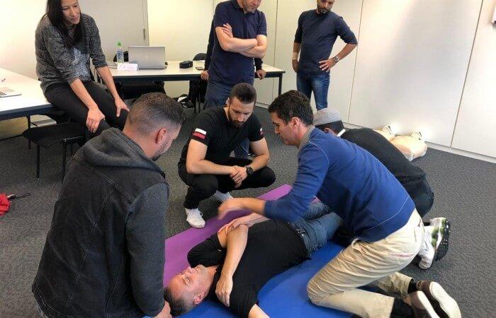 Praktische Übungen während des Unterrichts zur Fahrlehrerausbildung